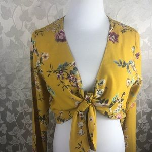 LEITH YELLOW SPRUCE FLORAL TOP. Size M. NWT.